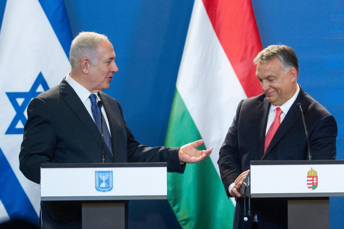 Netanjahu izraeli miniszterelnök személyesen hozhatta el Orbánnak a Pegasus kémszoftvert