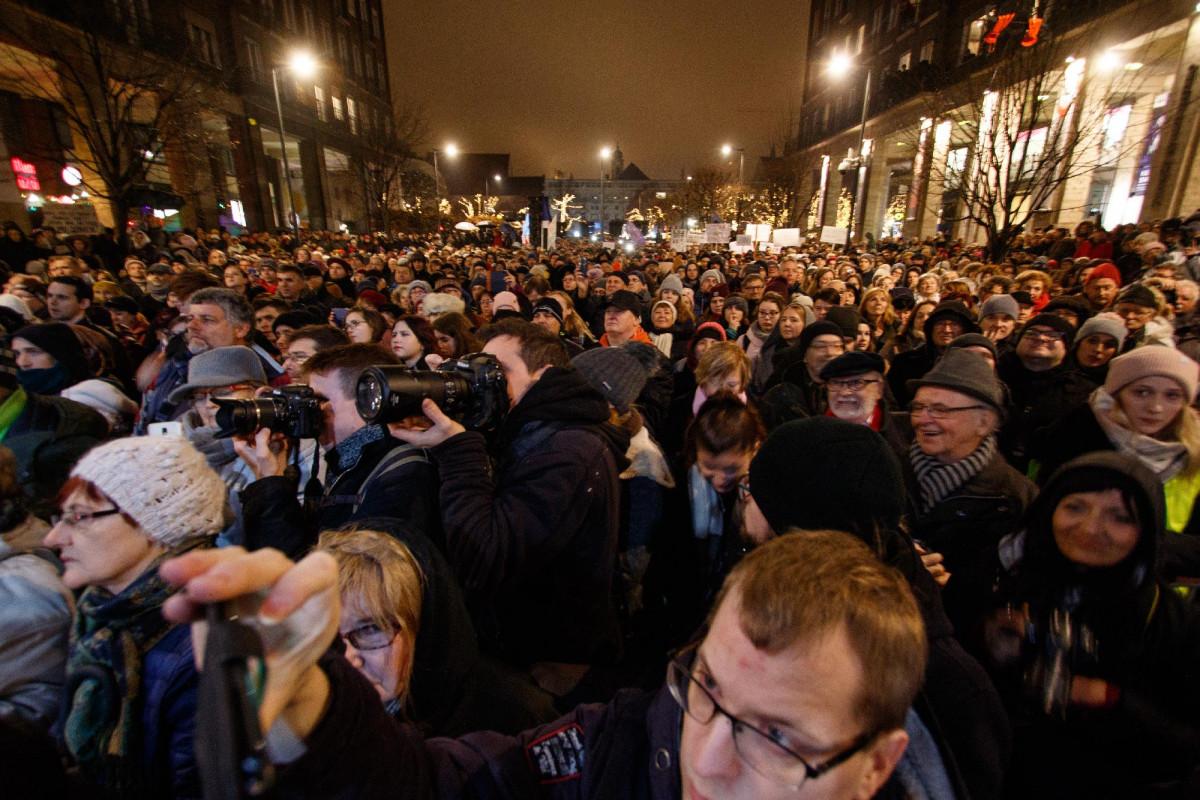 Momentum: Ne hagyjuk, hogy a magánéletünket is ellopják! Közös tiltakozás a lehallgatás ellen!